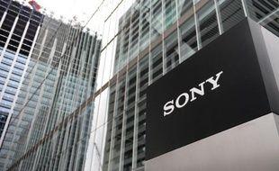 Un logo de Sony photographié au siège de la compagnie japonaise à Tokyo le 14 mai 2014