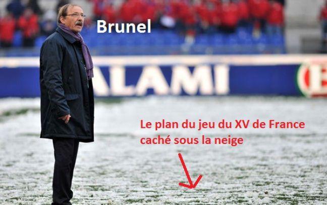 Jacques Brunel cherche l'espoir là-haut dans le ciel.