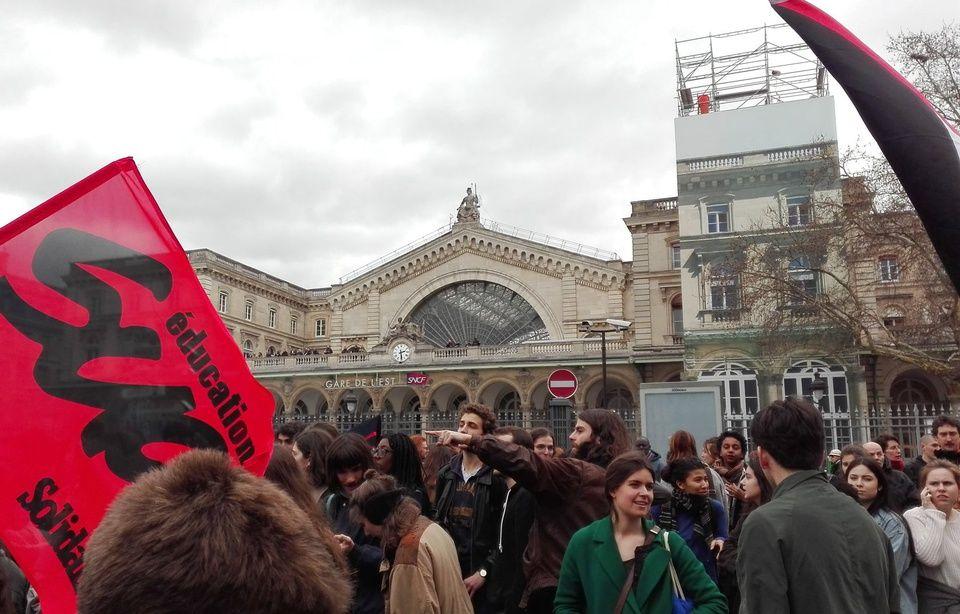 https://img.20mn.fr/nMKP__BLQ7KgOpJTN_d6Eg/960x614_manifestation-elancee-gare