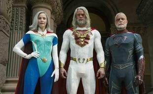 Leslie Bibb, Josh Duhamel et Ben Daniels dans la série « Jupiter's Legacy ».