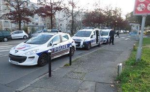 A Nantes le 09 décembre 2014- Illustration de véhicules de police quartier Bottière