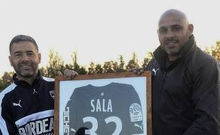Guillermo Di Meloa (à droite) avec un maillot d'Emiliano Sala.