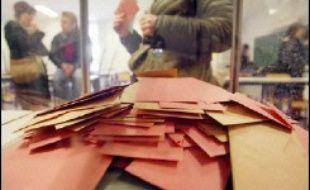 Les Français qui veulent voter aux élections présidentielle et législatives de 2007 ont jusqu'au samedi 30 décembre pour s'inscrire sur les listes électorales, ce que deux millions de personnes en âge de voter n'avaient toujours pas fait à un mois et demi de l'échéance.