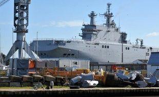 Le navire de guerre Vladivostok de type Mistral commandé par la Russie, sur le chantier naval STX dans l'ouest de la France le 5 mars 2014