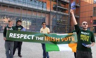 Ce texte prévoit un nouveau référendum en Irlande d'ici novembre 2009, date actuelle de la fin du mandat de la Commission européenne. Les électeurs irlandais l'avaient une première fois rejeté en juin dernier