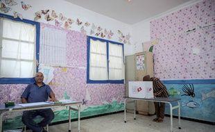Bureau de vote à Tunis pour le premier tour de l'élection présidentielle en Tunisie le 15 septembre 2019.