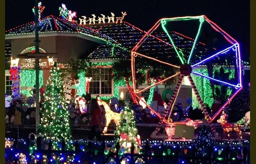 Etats,Unis Une famille risque 250.000 dollars d\u0027amende pour ses décorations  de Noël excessives