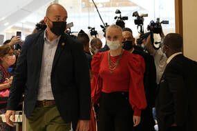 Le procès de treize internautes soupçonnés d'avoir cyberharcelé et menacé de mort Mila est renvoyé au 21 juin.