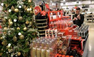 Marchandises de Noël dans le rayon d'un grand magasin le 18 décembre 2014 à Paris