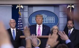 Le président américain répondant aux nombreuses questions sur l'épidémie, lors d'une conférence de presse à la Maison-Blanche le 26 février 2020.