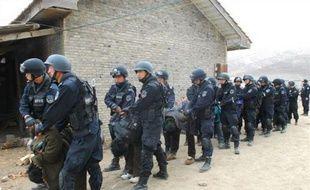 """De nouvelles violences entre manifestants tibétains et police chinoise ont fait au moins deux morts mardi selon une organisation pro-tibétaine, tandis que Pékin accusait """"des groupes séparatistes étrangers"""" de vouloir déstabiliser le régime."""