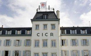 Deux employés indiens du Comité international de la Croix-Rouge (CICR) ont été brièvement enlevés mercredi par une tribu dans le sud du Yémen, a annoncé un chef d'un groupe paramilitaire yéménite.