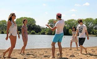 La baignade interdite, certains ont préféré jouer plutôt que de bronzer.