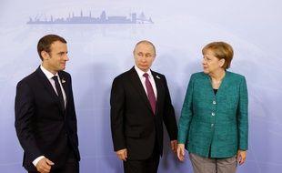 Emmanuel Macron, Vladimir Poutine et Angela Merkel à Hambourg, le 8 juillet 2017.