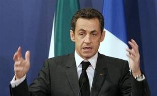 """Le président français Nicolas Sarkozy s'est redit prêt à aller chercher Ingrid Betancourt, l'otage franco-colombienne détenue par les Forces armées révolutionnaires de Colombie (Farc), estimant qu'elle est """"en danger de mort"""", vendredi à Johannesburg."""