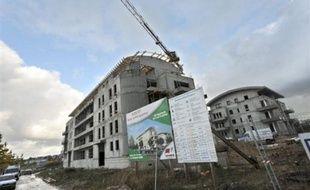 Les mises en chantier de logements en France ont reculé de 22,1% entre décembre 2008 et février 2009, comparé à la même période un an plus tôt, a annoncé mardi le ministère de l'Ecologie.