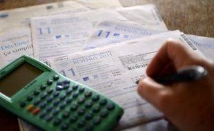 """La taxe à 75% promise par François Hollande sur les hauts revenus ne s'appliquerait qu'à partir de deux millions d'euros pour les couples, selon des informations du Figaro et des Echos, l'Elysée ayant toutefois précisé jeudi """"qu'aucune décision (n'était) prise""""."""