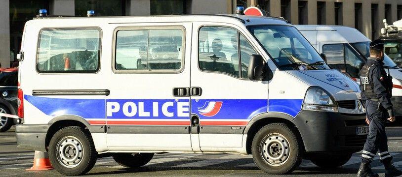 Un véhicule de police devant la Préfecture de police de Paris, le 3 octobre 2019 à Paris.