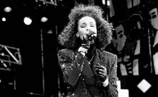 La chanteuse Whitney Houston, lors du Nelson Mandela 70th Birthday Tribute, concert au stade de Wembley à Londres, le 11 juin 1988.