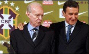 Le sélectionneur du Brésil Carlos Alberto Parreira a fait appel lundi à ses valeurs sûres, ses vedettes Ronaldo, Ronaldinho et Roberto Carlos notamment, pour défendre son titre de champion du monde et en conquérir un sixième au Mondial-2006 de football en Allemagne.
