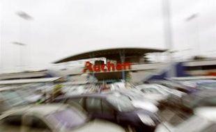 """A quelques jours d'intervalle, Leclerc et Auchan ont lancé le """"Drive"""", nouveau concept qui permet aux clients de faire les courses sur internet aux mêmes prix et promotions que dans leurs hypermarchés, à condition qu'ils les récupèrent eux-mêmes en voiture."""