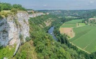 Le saut de la Mounine, dans l'Aveyron, surplombe la rivière Lot.