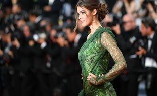 Iris Mittenaere, ici au Festival de Cannes, le 24 mai dernier, serait en couple avec un célèbre humoriste.