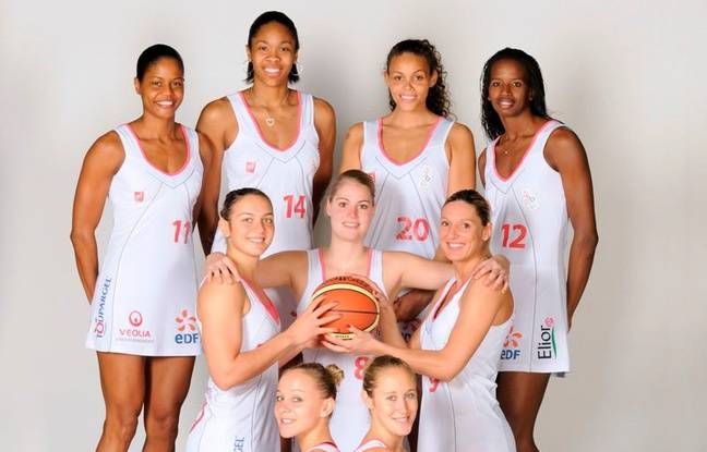 L'équipe de Lyon Basket Féminin, lors de sa première saison dans l'élite en robe en 2011-2012, avant que le club ne devienne Lyon Asvel.