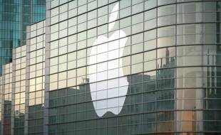 Le groupe informatique américain Apple a battu lundi le record de la plus grande capitalisation boursière de tous les temps, détrônant son compatriote Microsoft qui détenait ce titre depuis 1999.