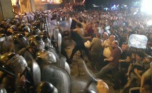 Au moins 70 personnes ont été blessées dans des affrontements devant le Parlement en Géorgie, le 20 juin 2019.