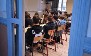 Des élèves le jour de la rentrée scolaire le 4 septembre 2012 à Nantes