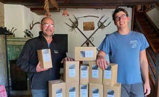 Daniel Ziegler et son fils Antoine, vignerons à Hunawihr, se sont lancés dans la commercialisation de vin d'Alsace en bag-in-box.