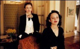 """""""La môme"""", la biographie filmée d'Edith Piaf, a doublé """"Taxi 4"""" lors de la deuxième semaine d'exploitation de ces deux grosses sorties françaises, selon les chiffres de l'organisme professionnel CBO Box-Office."""