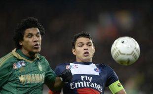 Le défenseur du PSGThiago Silva contre l'attaquant de Saint-Etienne Brandao, le 18 décembre 2013, au Parc des Princes.