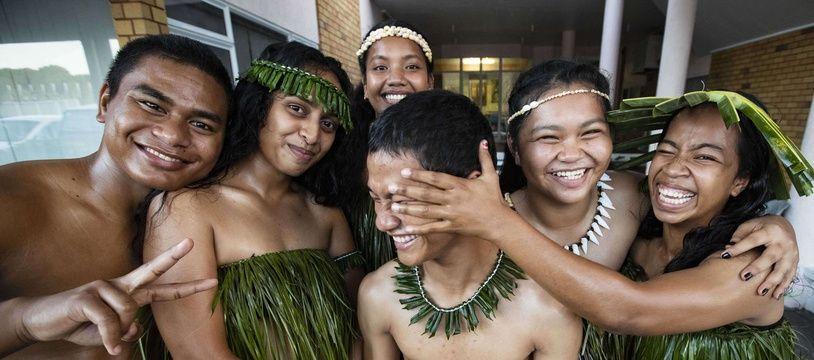 Des adolescents de Nauru avant une performance artistique pour ouvrir  le Forum des îles du Pacifique, en 2018.