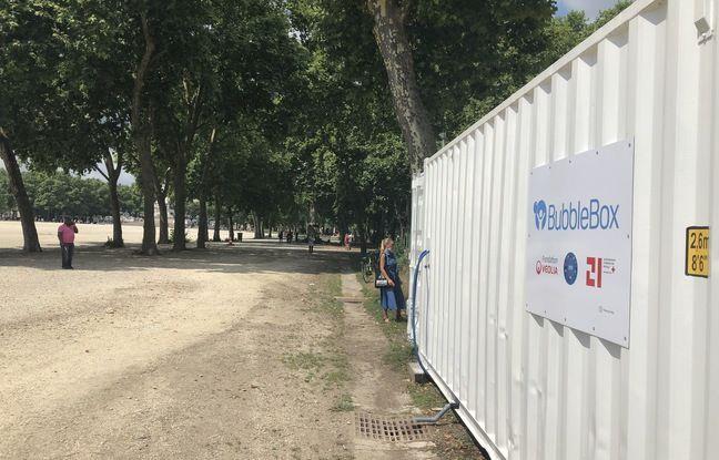 Trois cabines de douches ont été installées dans un container place des Quinconces à Bordeaux.