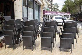 La terrasse d'un restaurant à Nice.