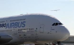 Douze ans après sa création, le géant européen de l'aéronautique et la défense EADS accélère sa stratégie d'implantation sur le plus riche marché au monde en décidant d'assembler des Airbus aux Etats-Unis.