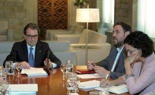 Le président catalan Artur Mas (G) lors d'une réunion le 3 octobre 2014 à Barcelone