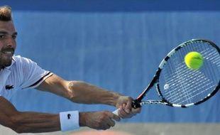 Julien Benneteau a été éliminé au troisième tour de l'Open d'Australie par le Japonais Kei Nishikori, tête de série N.24, en quatre sets 4-6, 7-6 (7/3), 7-6 (7/4), 6-3, après avoir laissé échapper un troisième set qu'il n'aurait jamais dû perdre, samedi à Melbourne.