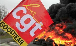 Le drapeau de la CGT devant l'usine Goodyear d'Amiens le 26 février 2013.