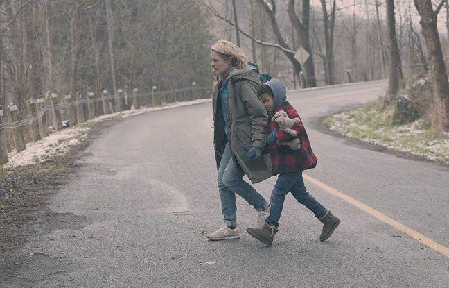 Elisabeth Moss (June) et Jordana Blake (Hanna / Agnes) dans The Handmaid's Tale.
