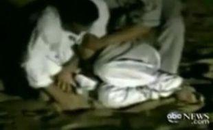 Aidé d'un policier et de plusieurs de ses hommes, le Cheikh Issa a torturé un marchand suspecté de l'avoir berné prendant près de 45 minutes.