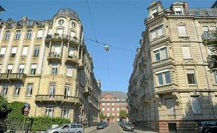 La rue du Maréchal-Foch est un exemple du patrimoine architectural de la Neustadt.
