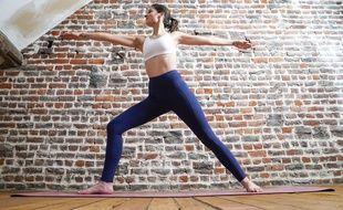 Yoga, Pilates ou encore danse, on peut pratiquer une activité physique douce, à la maison, seul ou avec les enfants pour faire du bien à son corps et son moral.