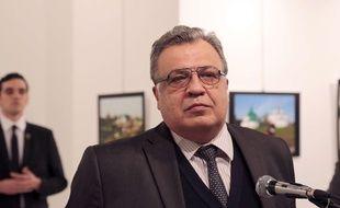 L'ambassadeur russe en Turquie est décédé après avoir été blessé par balle, le 19 décembre 2016. Le tueur présumé est policier.