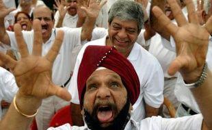 Des membres du club du rire en pleine session à Mumbai, Inde, le 4 mai 2008.