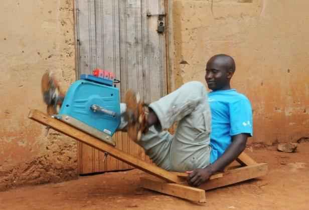 rwanda le g n rateur p dales qui change la vie dans les. Black Bedroom Furniture Sets. Home Design Ideas