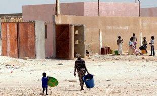 Deux hommes présentés comme les ravisseurs de trois Occidentaux (deux Espagnols et une Italienne) en octobre dans un camp sahraoui en Algérie ont été arrêtés lundi à Nouadhibou, dans le nord-ouest de la Mauritanie, a annoncé à l'AFP une source policière mauritanienne.