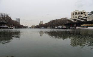 Le Canal de l'Ourcq, Paris.
